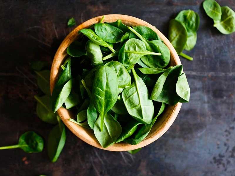 información nutricional y propiedades de las espinacas por nutricienta