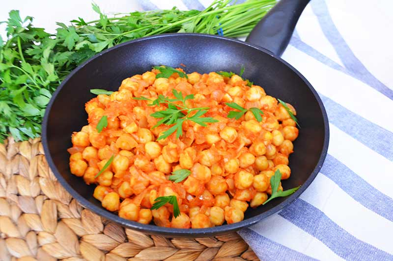 receta facil y saludable de garbanzos con tomate 1