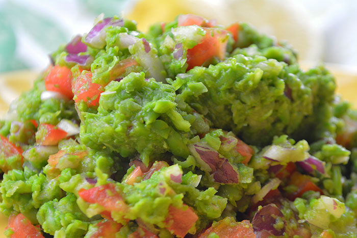 receta de un delicioso y sano guacamole de guisantes con todas sus propiedades nutricionales por nutricienta
