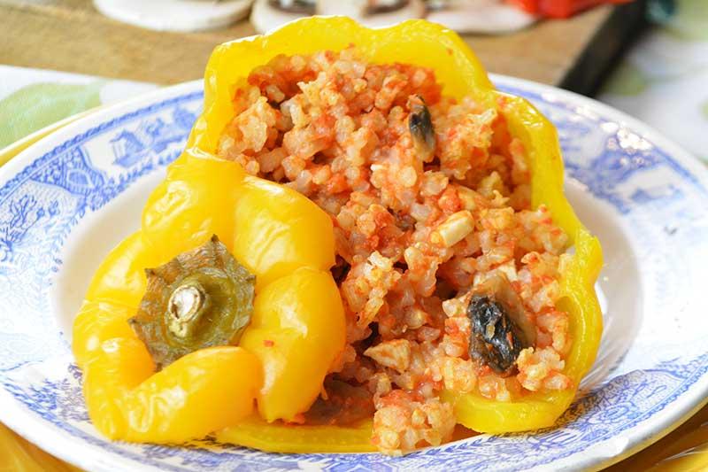 receta de pimientos rellenos de arroz, pollo y champi?ones al horno por nutricienta