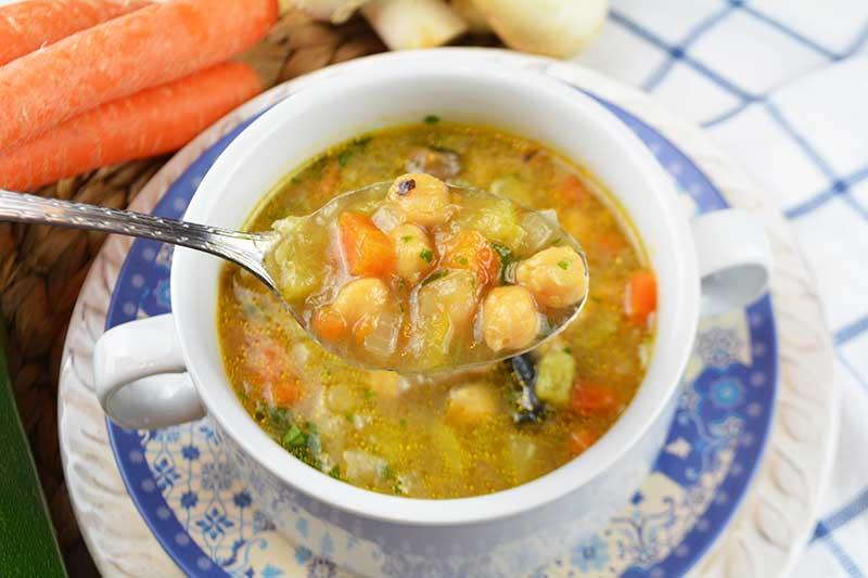 receta de sopa de verdura y garbanzos